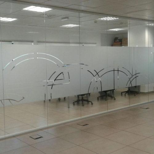Instalación de vinilos para mamparas en Sevilla