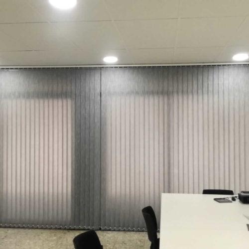 Cortinas verticales para despachos